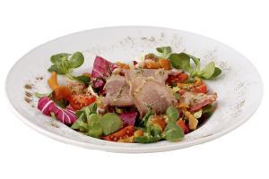 Салат с маринованными опятами и языком говяжьим с бальзамической заправкой